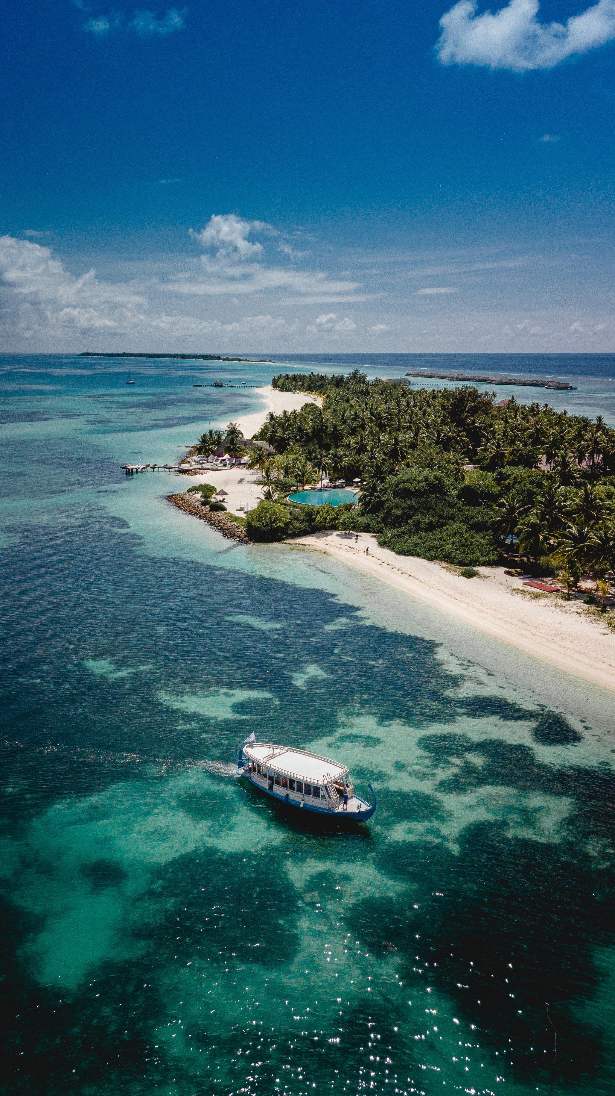 Boot.auf.Rückseite.der.Insel.jpg